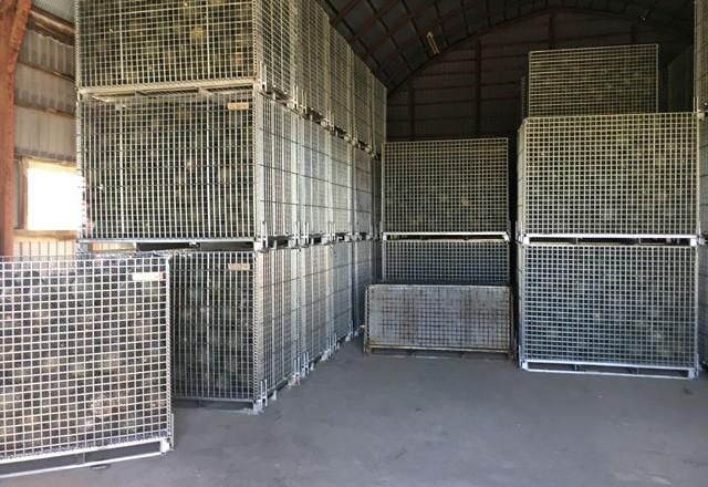 南瓜の貯蔵にメッシュタイプ鉄コンテナM-1