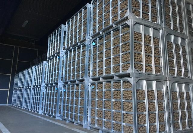 倉庫での貯蔵 | スチールコンテナを利用